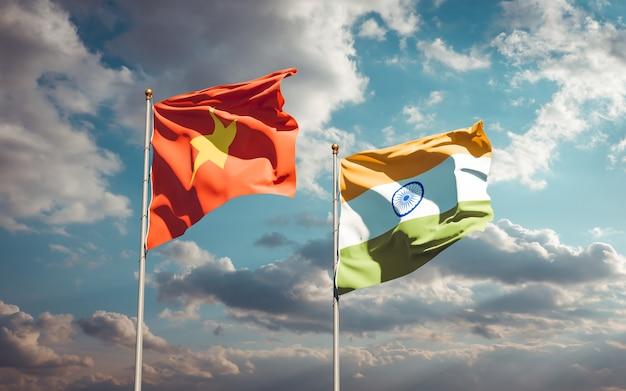 Belle bandiere di stato nazionali del vietnam e dell'india insieme
