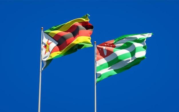 Belle bandiere di stato nazionali dello zimbabwe e dell'abkhazia insieme