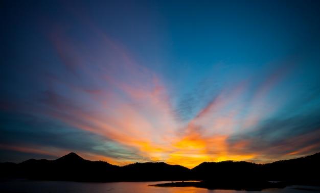 Bella luce naturale, luce dorata della sera, ultima luce.