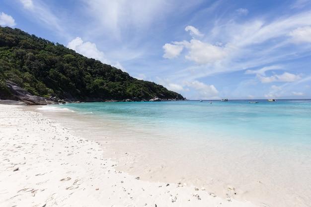La bellissima natura delle isole del mare delle andamane alle isole similan, mu ko similan national park, phang-nga, thailandia