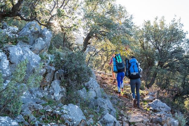 Bellissimi paesaggi naturali nelle montagne della turchia. la via licia è famosa tra gli escursionisti.