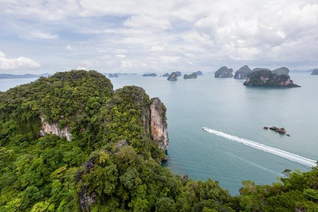 Bellissimo panorama della natura vista dall'alto delle isole nel mare delle andamane