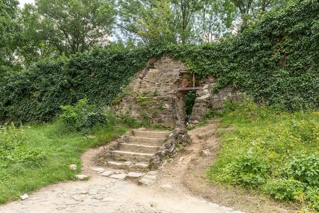 Belle vecchie scale di pietra