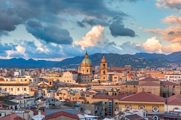 Bella vista aerea panoramica di palermo all'alba, sicilia, italia