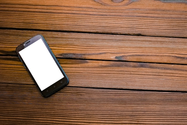 Bellissimo telefono su un tavolo di legno