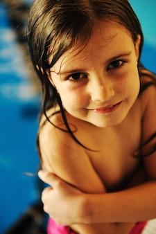 Sulla bellissima piscina, estate ottima giornata!