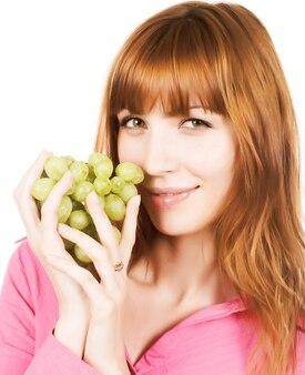 Bella donna rossa con grappolo d'uva.