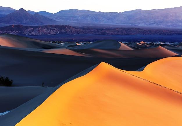 Belle dune di sabbia nel deserto all'alba. valle della morte, nevada, usa.