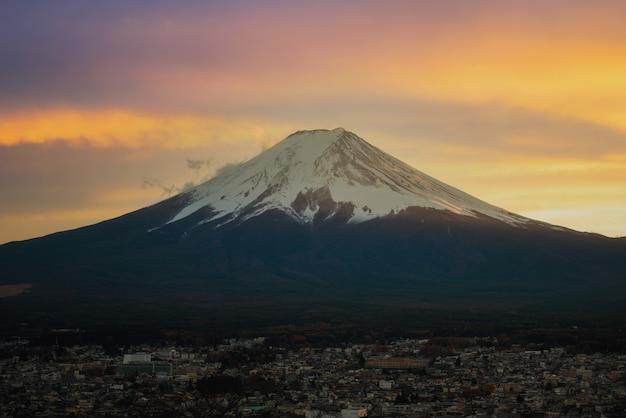 Bellissimo paesaggio panoramico della montagna fuji, giappone