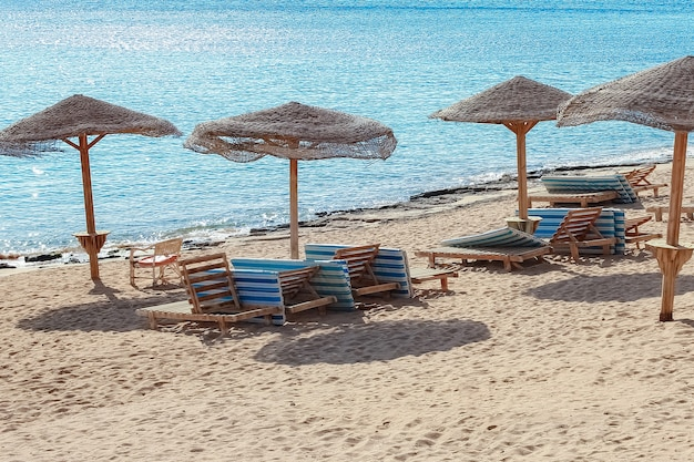 Bella vacanza in riva al mare sul paesaggio della natura