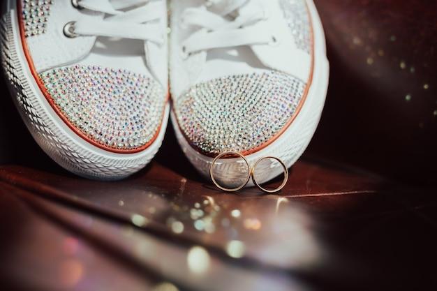 Bellissimo set di accessori da sposa da donna. Foto Premium