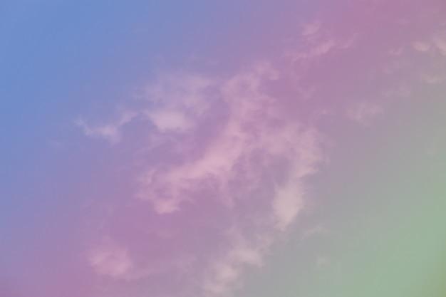 Bel cielo con nuvole colorate