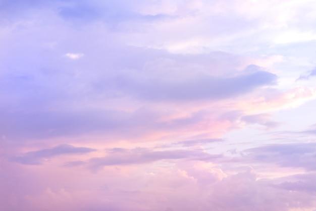 Bel cielo con colore viola e blu.