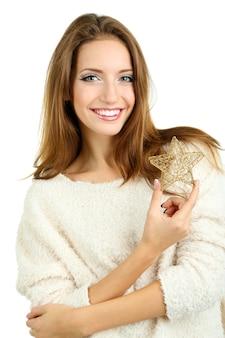 Bella ragazza sorridente con stella di natale isolata su bianco