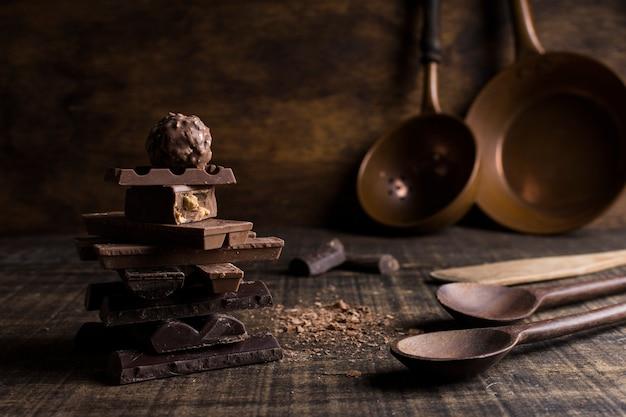 Bella natura morta con il concetto di cioccolato