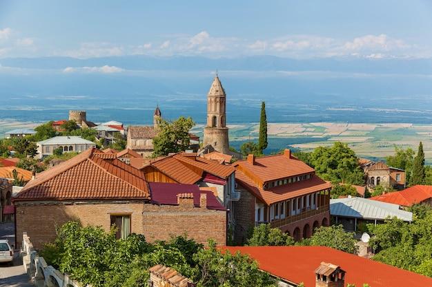 Belle strade e case della città di sighnaghi kakheti georgia. sighnaghi ha chiamato la città dell'amore