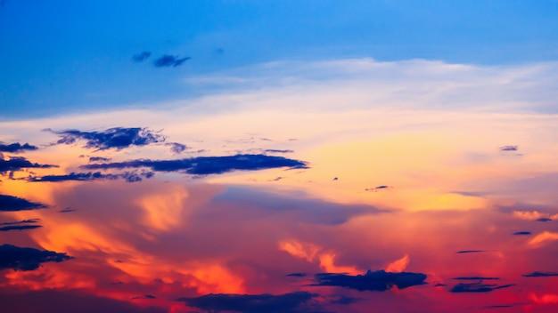Bel tramonto per lo sfondo naturale