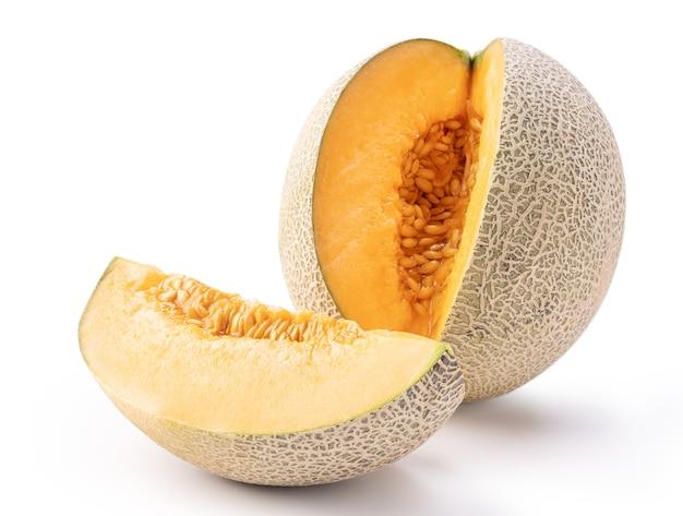 Bello gustoso affettato succoso melone cantalupo, melone, melone rock isolato su sfondo bianco, vicino, tracciato di ritaglio, tagliato.