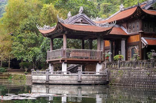 Bella vista del tempio in trang an, ninh binh, vietnam