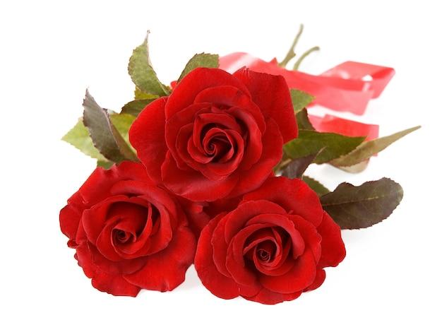 Bellissimo mazzo di tre rose rosse con nastro