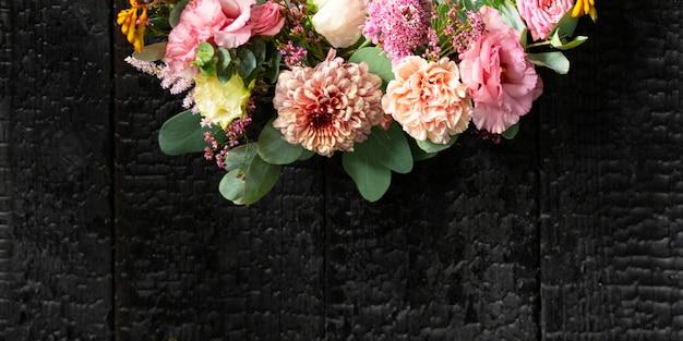 Bellissimo design di sfondo con fiori vivaci