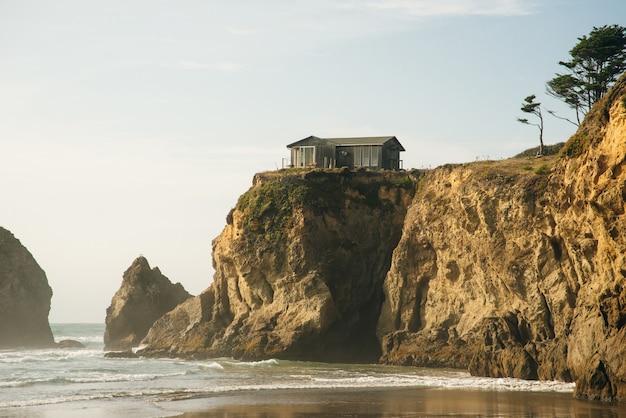 Una bellissima vista della costa della california lungo la state road 1