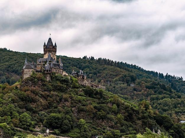 Bella vista del castello di cochem a cochem, germania