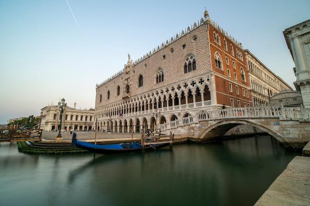 Splendida vista sul palazzo ducale e sul ponte dei sospiri.
