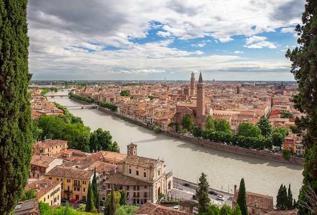 Bella vista del centro storico di verona in italia