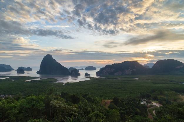 Bellissimo punto di vista a samet nang she, provincia di phang-nga, thailandia