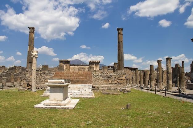 Splendida veduta di pompei e del vesuvio