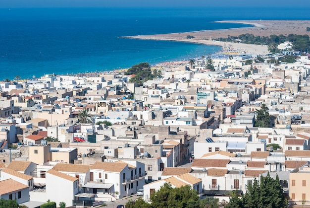 Bella vista della città di san vito lo capo in sicilia Foto Premium
