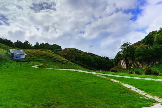 Bellissimo paesaggio panoramico di waitomo, nuova zelanda
