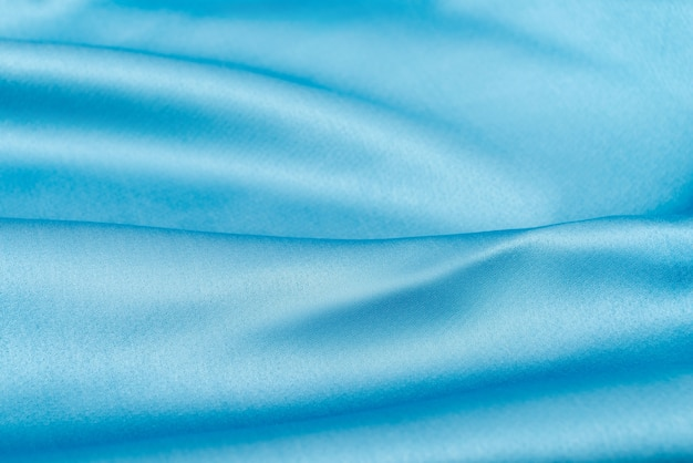 Bellissimo tessuto di seta ondulato nel colore blu cielo