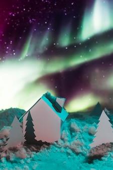 Bellissimo concetto invernale con aurora boreale