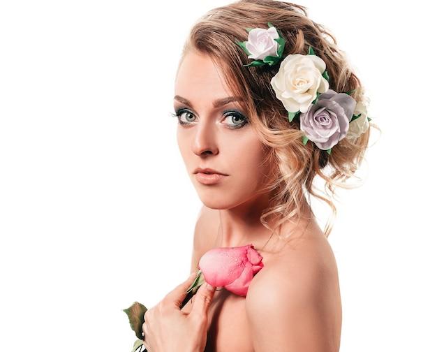 Sposa bella donna con rosa
