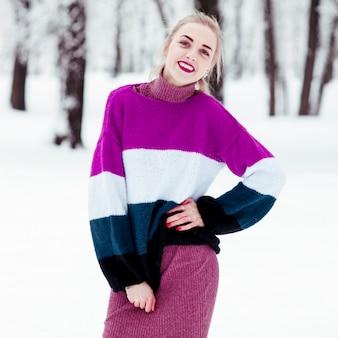 Ritratto di bella donna inverno.
