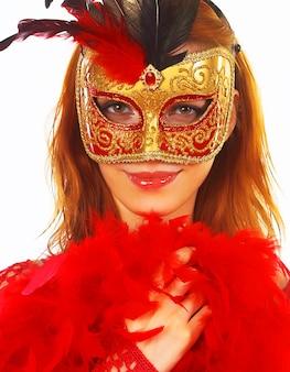 Bella donna con la maschera