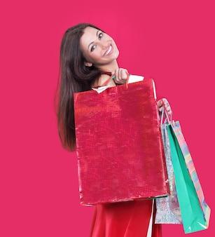 Bella donna con le borse della spesa per lo shopping natalizio.foto con copia spazio.