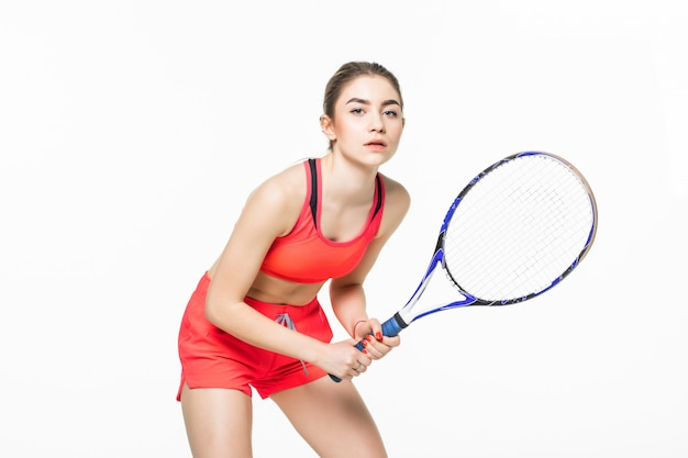 Il bello giovane tennis della donna di forma fisica di sport fa gli esercizi isolati.