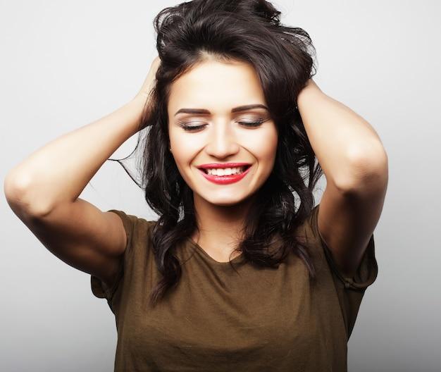 Bella giovane donna sorpresa. colpo dello studio. Foto Premium