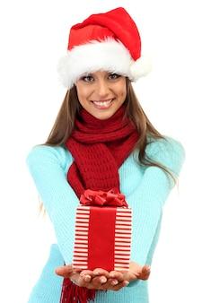 Bella giovane donna con regalo, isolata su white
