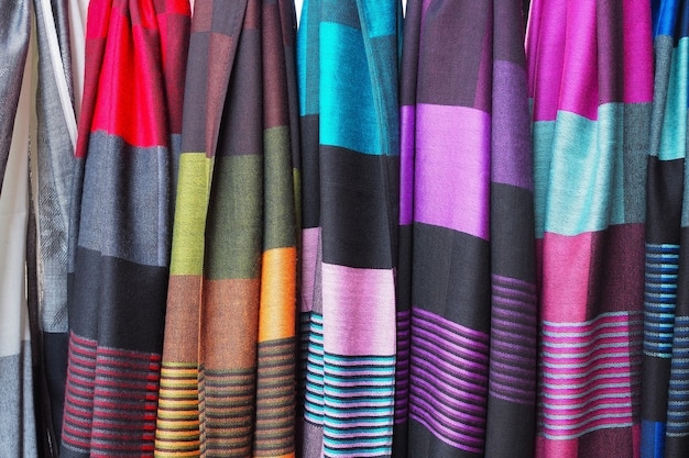 Sciarpa splendidamente colorata per lo sfondo.