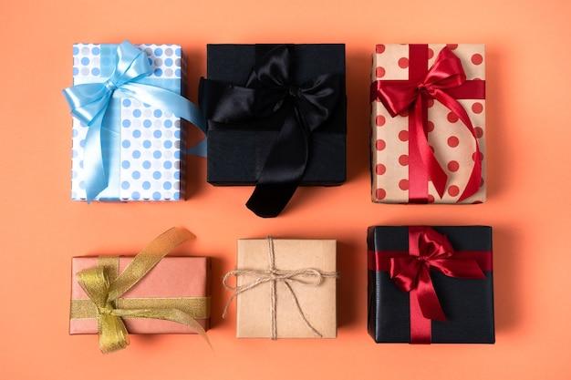 Regali di compleanno, venerdì nero, natale, capodanno o matrimonio splendidamente confezionati.