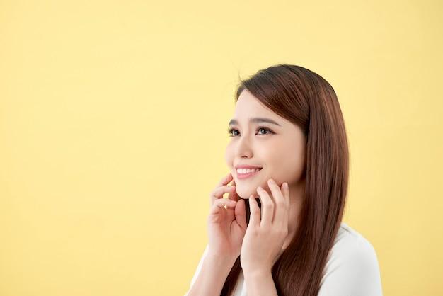 Concetto di bellezza della giovane donna asiatica.