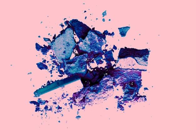 Ombretto minerale organico di design flatlay di bellezza e trucco come cosmetici in polvere arrossiscono o cosm schiacciati ...