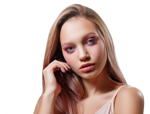 Ritratto di bellezza di una giovane donna bellissima