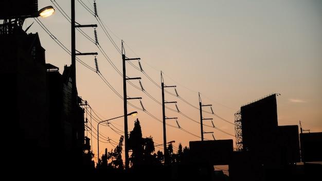 La bellezza del cielo al tramonto e la morbida luce dorata.