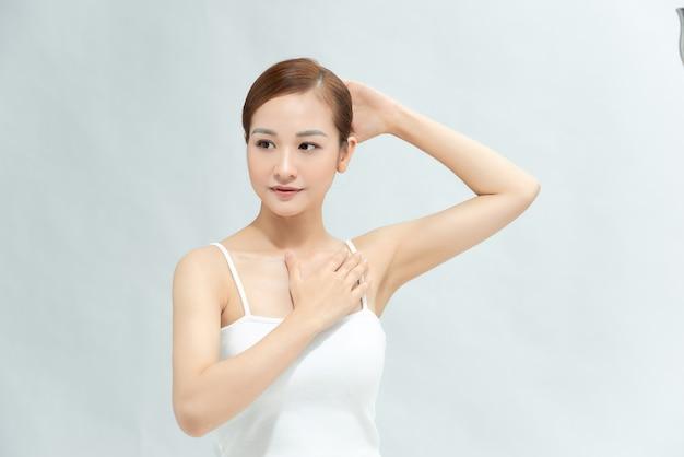 Bellezza, giovinezza, freschezza e pelle perfetta. epilazione ascelle, epilazione laser.