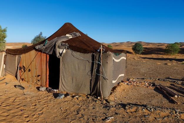 La tenda dei beduini nel deserto del sahara, marocco